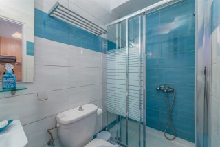 apartment for 4 villa flisvos bathroom