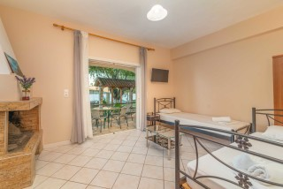apartment for 4 villa flisvos big room