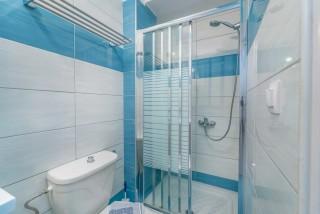 apartment for 4 villa flisvos shower