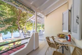faciliities villa flisvos veranda